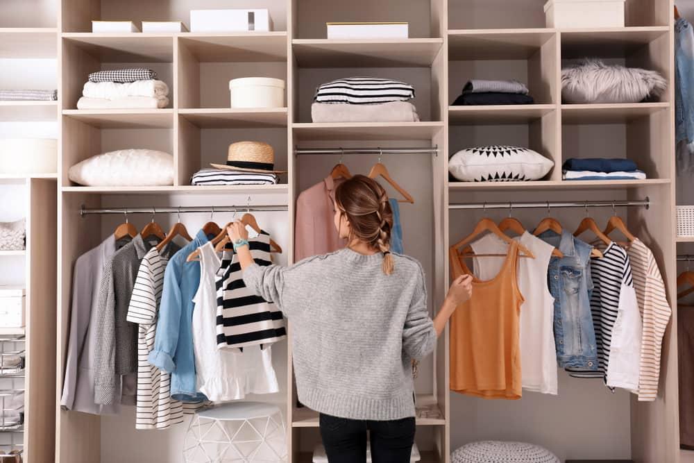 organizar o guarda roupas - espuma magica